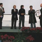 Alla presenza di Lia Volpatti e Marina Fabbri, Marcello Fois consegna il premio a un emozionatissimo Leonardo Gori.